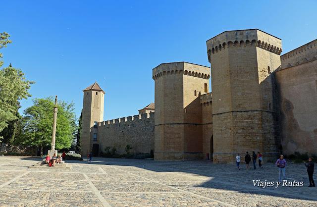 Puerta Dorada y murallas del Monasterio de Poblet, Tarragona