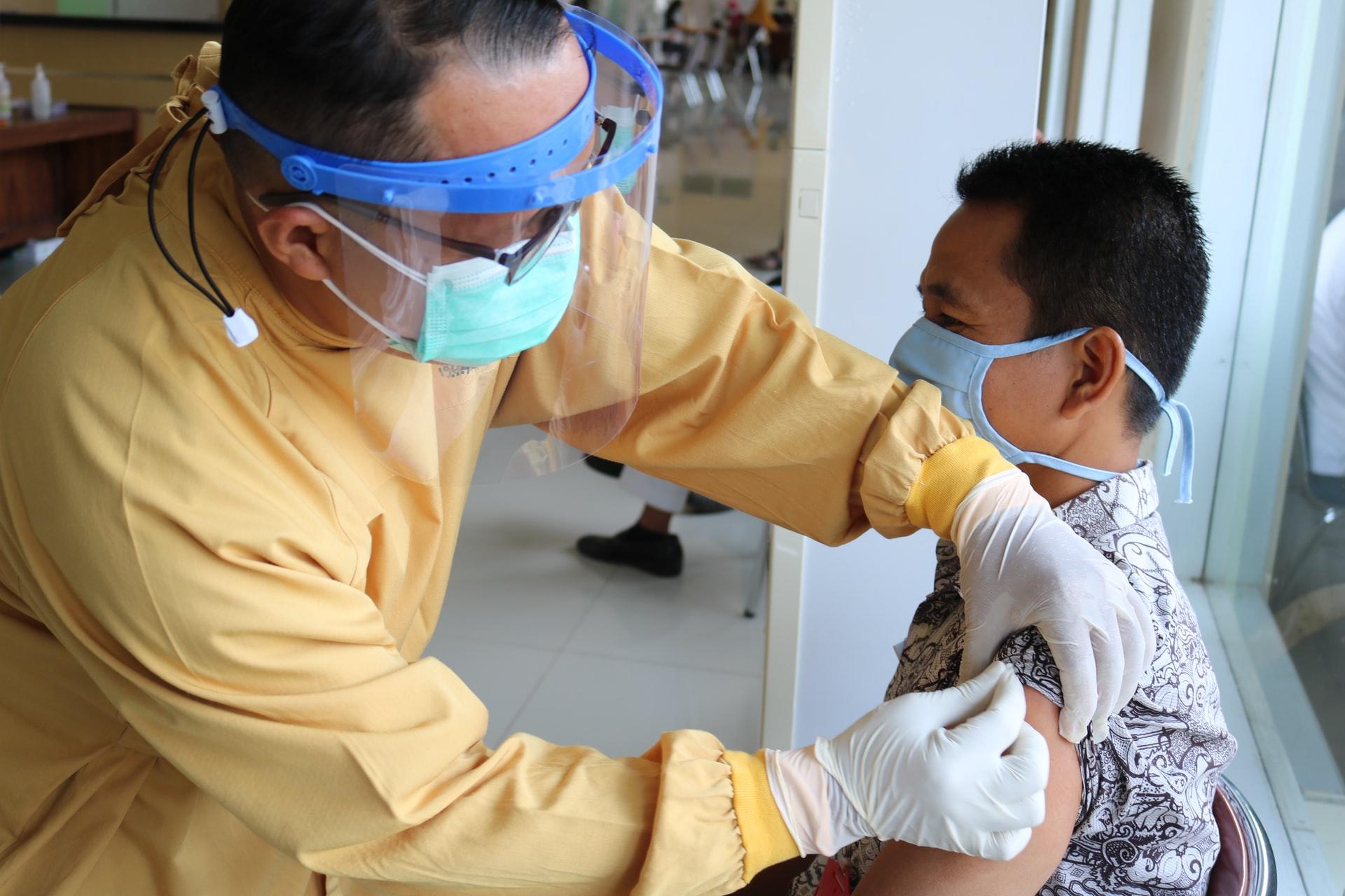 Download Gambar Vaksinasi Covid-19 untuk Tenaga Medis di Banyumas