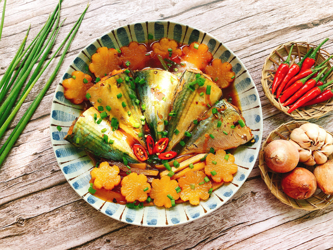 Cách làm cá bạc má kho củ cải
