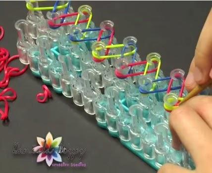 f91aafa51 Como hacer pulseras de gomitas con el método de rainbow loom ...