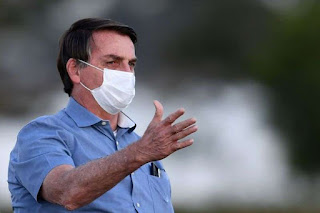 """""""Quase todos vão pegar um dia.Tem medo do quê?"""", diz Bolsonaro"""