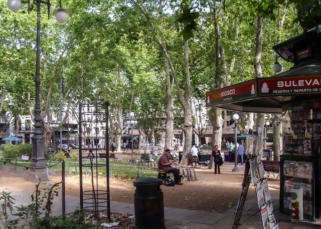 Plaza Constituición, ou Plaza Matriz, onde fica a Catedral de Montevidéu