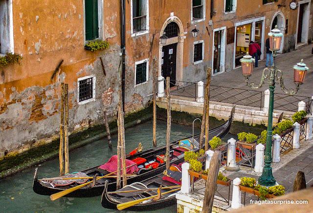 Gôndolas em Veneza, Itália