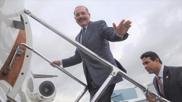 Avión en el que viajaba Danilo Medina se devuelve por mal tiempo
