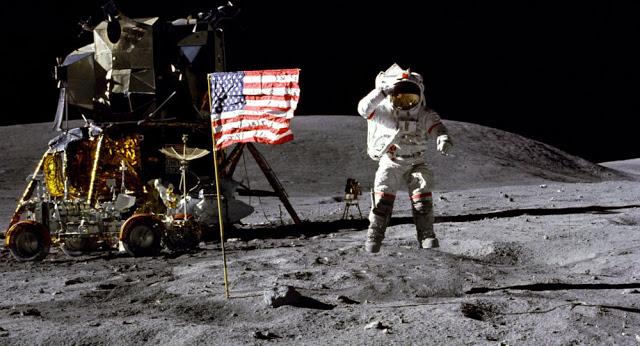 تعرف على الآلة الحاسبة التي ساعدت في الهبوط على سطح القمر