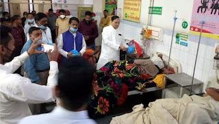 योगी देवनाथ की जयंती पर मरीजों में बांटे गये फल   #NayaSaberaNetwork