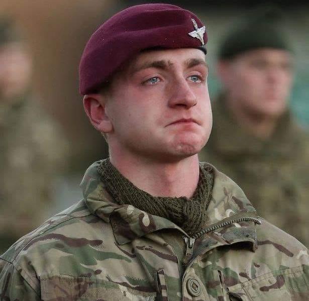 Молодого человека, работающего в армии, постоянно унижали, потому что он верил в Бога!!!