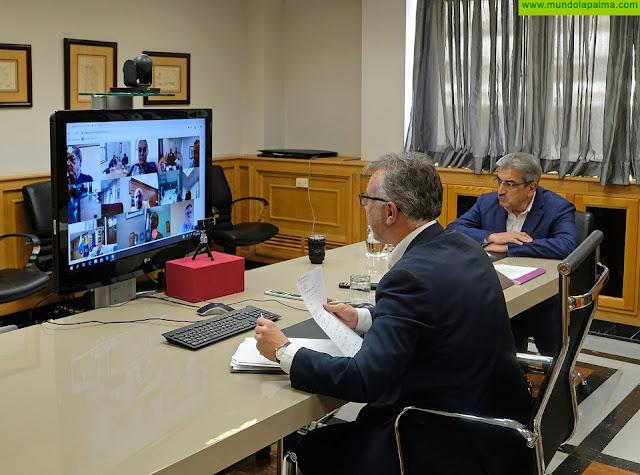 El presidente de Canarias mantiene un nuevo encuentro con los representantes de la Fecam y la Fecai para evaluar la situación del Covid-19