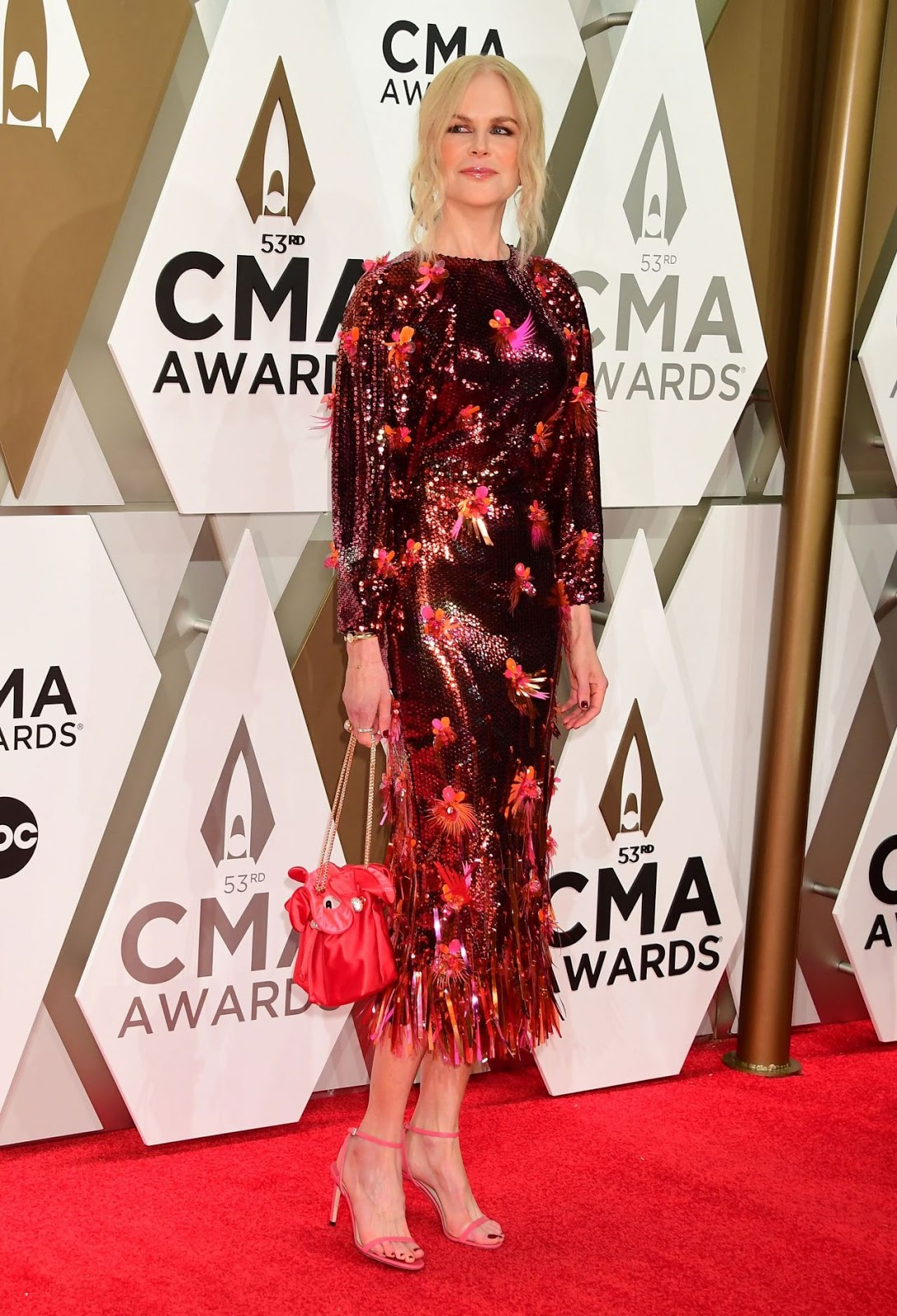 Nicole Kidman dazzles in sequins at the 2019 CMA Awards