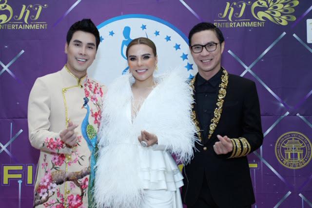 Á Vương Hoàng Phi Kha mặc áo dài làm giám khảo tại Hàn Quốc