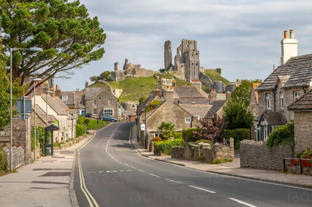 Why is Dorset (England) popular with tourists