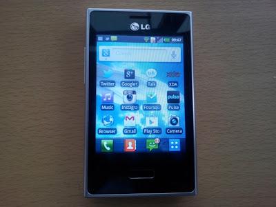 El LG Optimus L3 es un smartphone de gama baja, pero eso no significa que no podamos sacarle el provecho al teléfono. Les enseñaremos cómo hacer root y CWM Recovery en LG Optimus L3 (E400). Cabe mencionar que este tutorial es para Android 2.3.6 Gingerbread y aun que tendrá CWM Recovery no hay mucho desarrollo para el mismo. Herramientas Spectrum Root Lg Pc Suit (Para Drivers) ROM Manager Primero deben descargar e instalar LG PC Suite para que se instalen los drivers y así se pueda reconocer el teléfono y no falle el procedimiento. Después conectas tu L3 a la