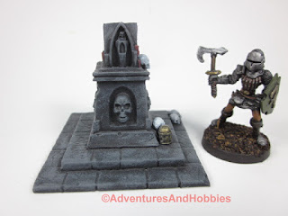 T1589 small evil shrine terrain piece in 25-28mm scale for role-playing and table top miniatures games.