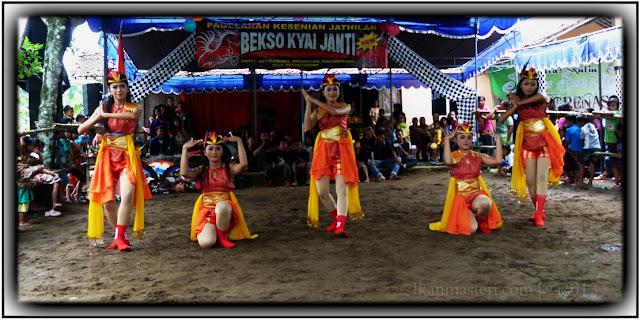 Tari Angguk (Ndolalak) oleh Sanggar Ngrenas - SMKI Jogjakarta