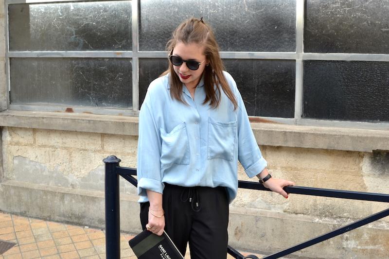 chemise en jean fluide Pimkie, lunette de soleil ronde Asos, pochette Saint Laurent de la Boutique Espaces, pantalon fluide noir zara