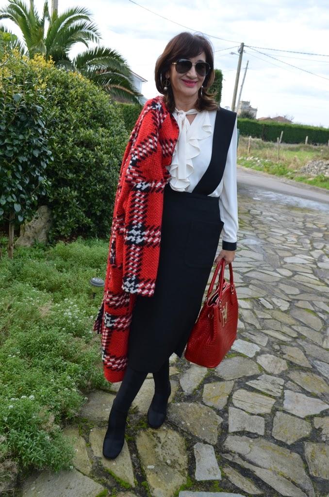 Abrigo cuadros rojo zara