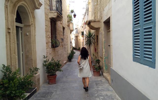 white-dress-plaid-bag