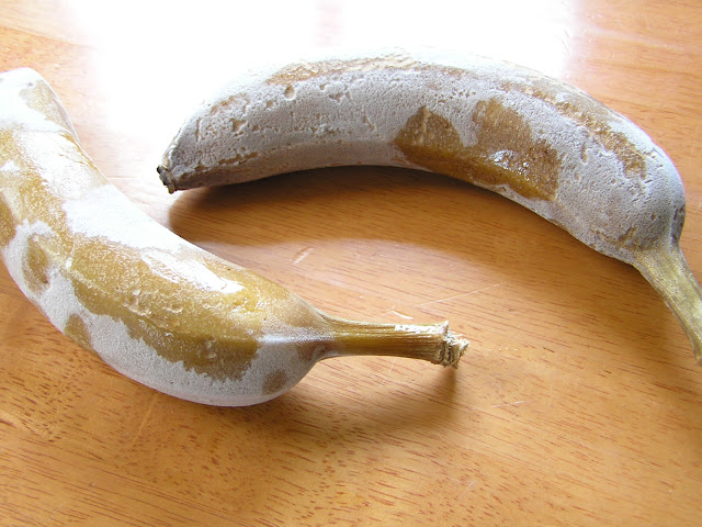 how to peel a frozen banana