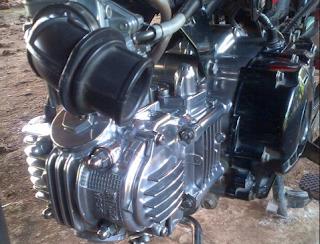 Cara Membersihkan Mesin Motor Agar Terlihat Seperti Baru