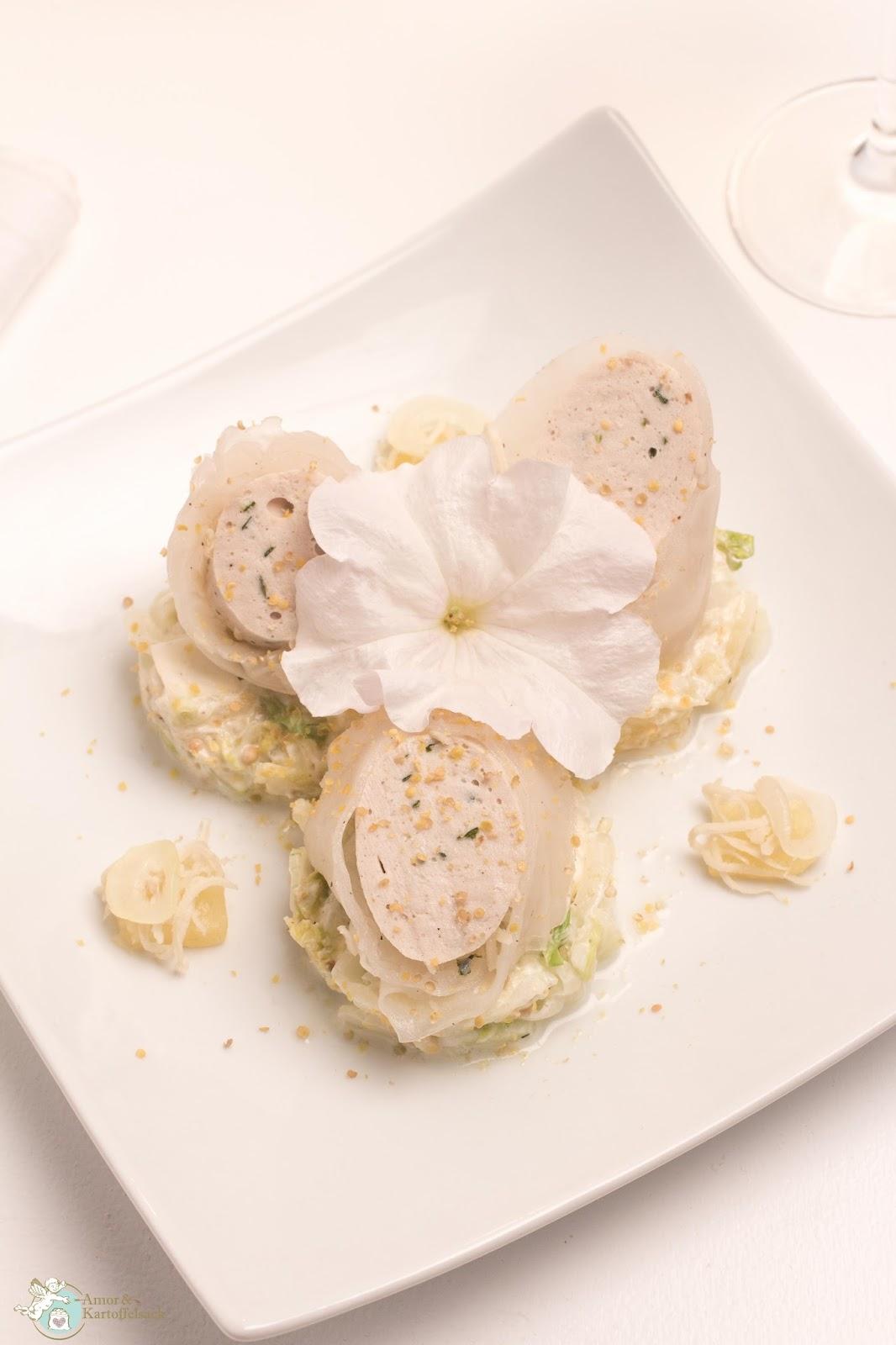 Amor&Kartoffelsack: Weißwurst asiatisch gerollt mit Ananas-Zwiebel-Salat