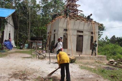 Agar Warga Semakin Khusyuk Dalam Beribadah, Babinsa Koramil Penajam Bantu Rekap Mushola di Lawe-Lawe