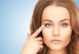 نصائح هامة لتفادى تجاعيد العين المبكرة