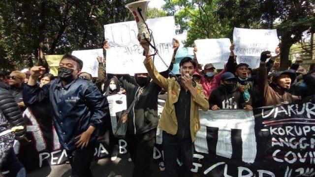 Di Bandung, Mahasiswa Mulai Teriak Revolusi