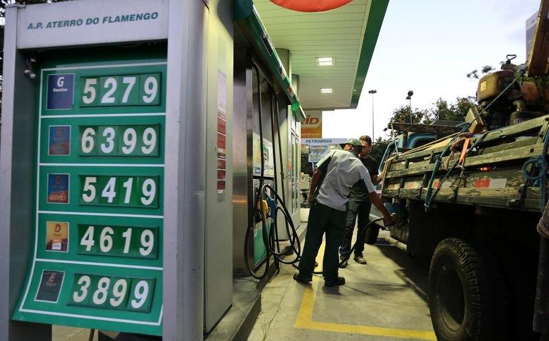 Preço do diesel está 45% acima do registrado há 12 meses, aponta Ticket Log