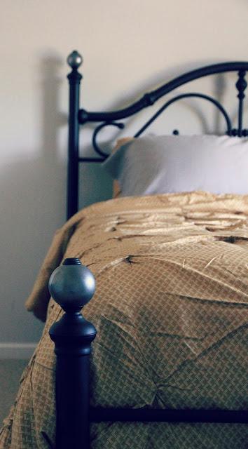 Interior Shareapy Metal Bed Frame Makeover