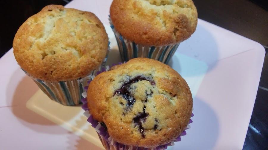 Muffins con mermelada de arándanos y arándanos