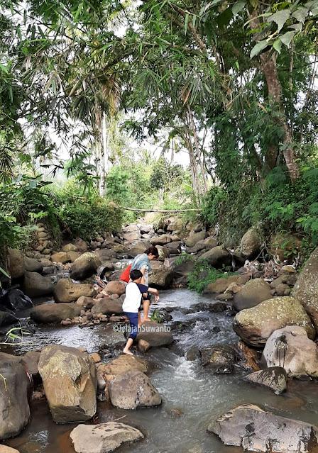 Asal nama Sungai Cideres diambil karena airnya begitu deras meluap-luap, dahulu di era 80-90an. Oktober 2020 sungai mengalami penyempitan dan debit airnya tak lagi sesuai dengan nama yang disandang || ©JelajahSuwanto