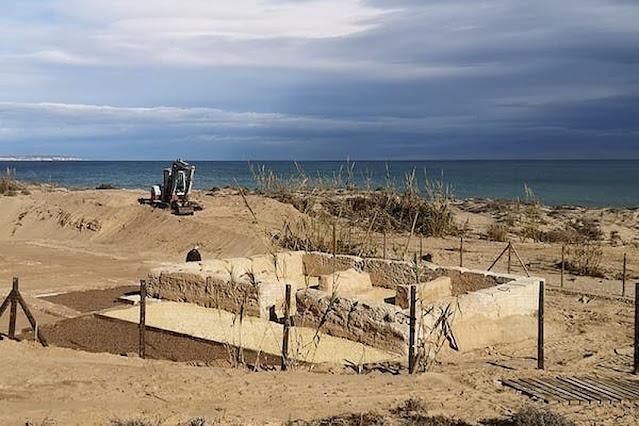 Roman villa appears under an Islamic tower on the beach of Guardamar del Segura