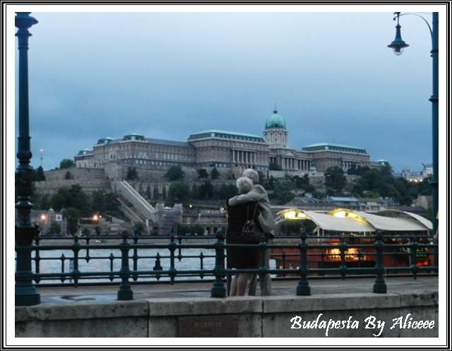 Ungaria-Budapesta-malul-Dunarii-romantic-indragostiti