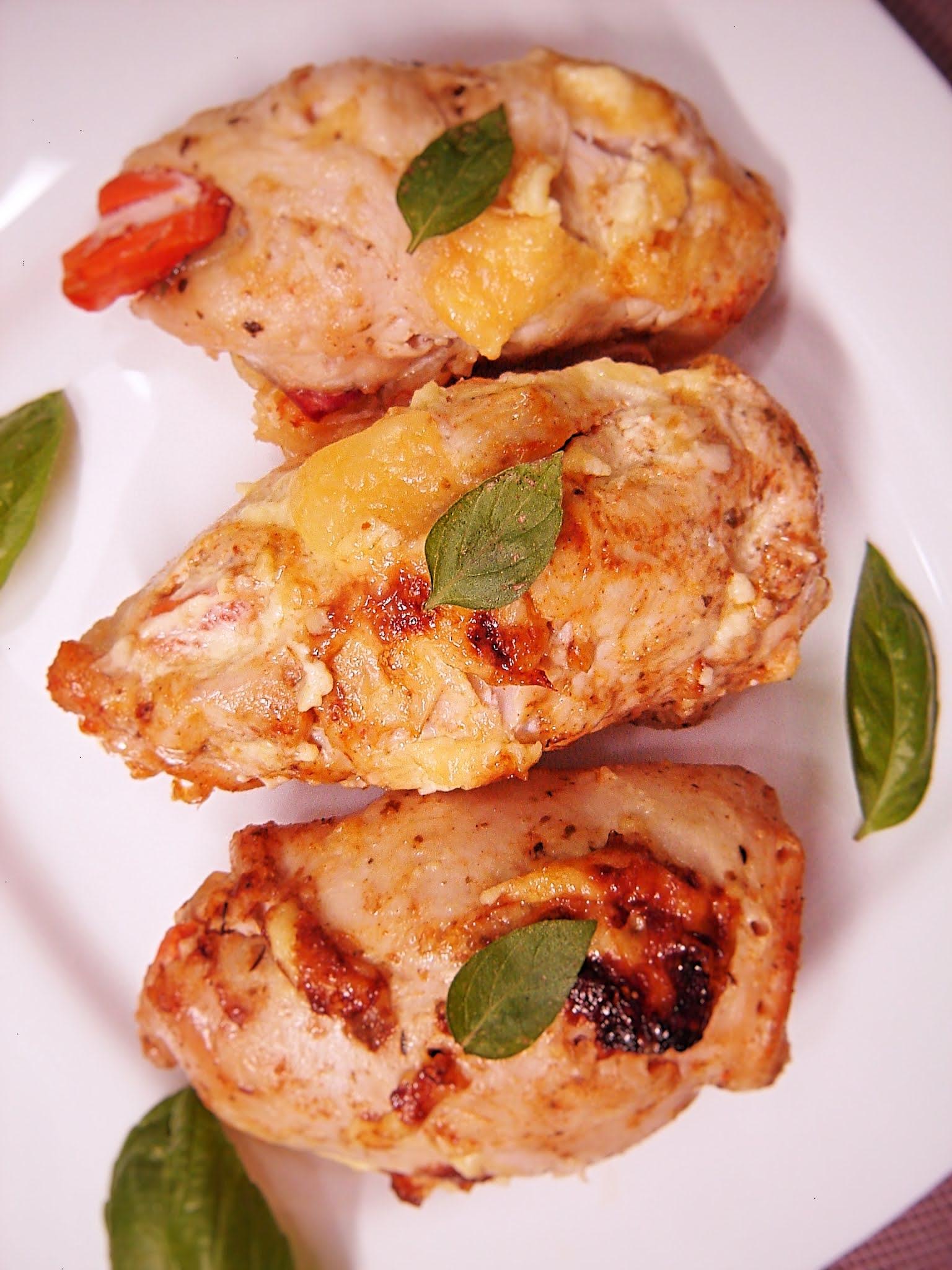Roladki drobiowe z marchewką, salami i mozzarellą