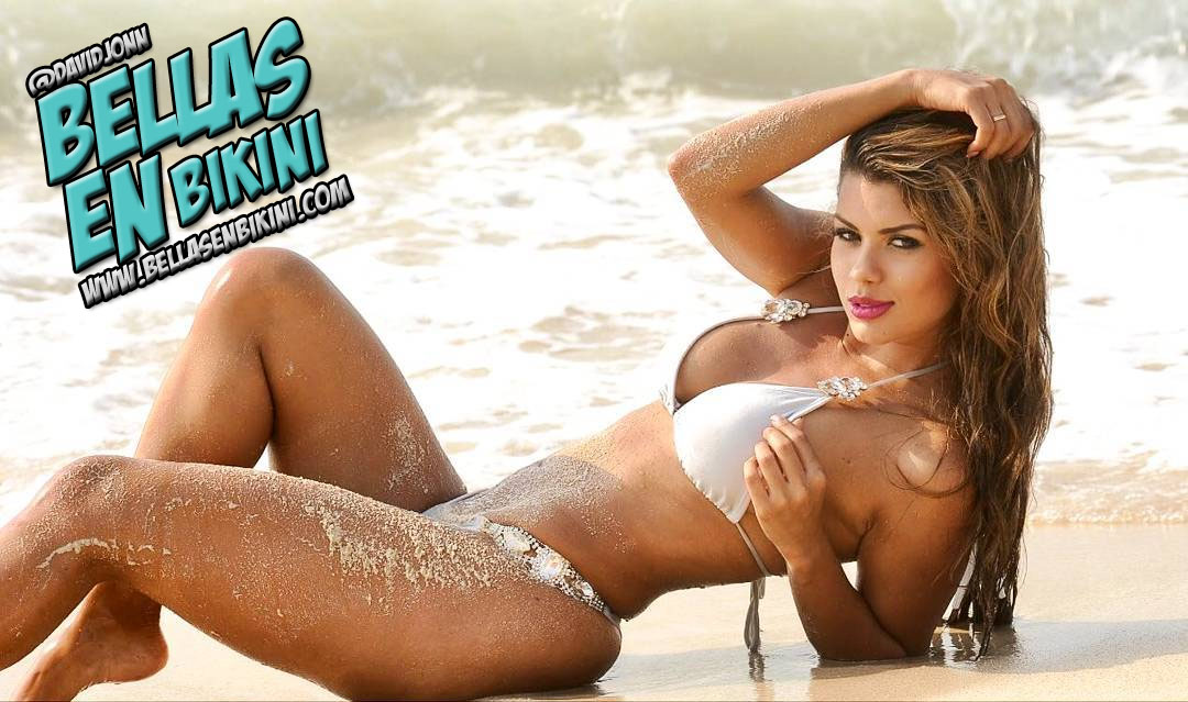 La Colombiana Eliana Pinillos En Bikini Blanco En La Playa Fotos