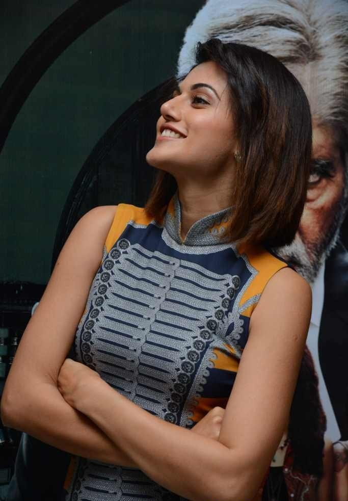 South Indian Actress Taapsee Pannu Big Teeths Mouth open Photos
