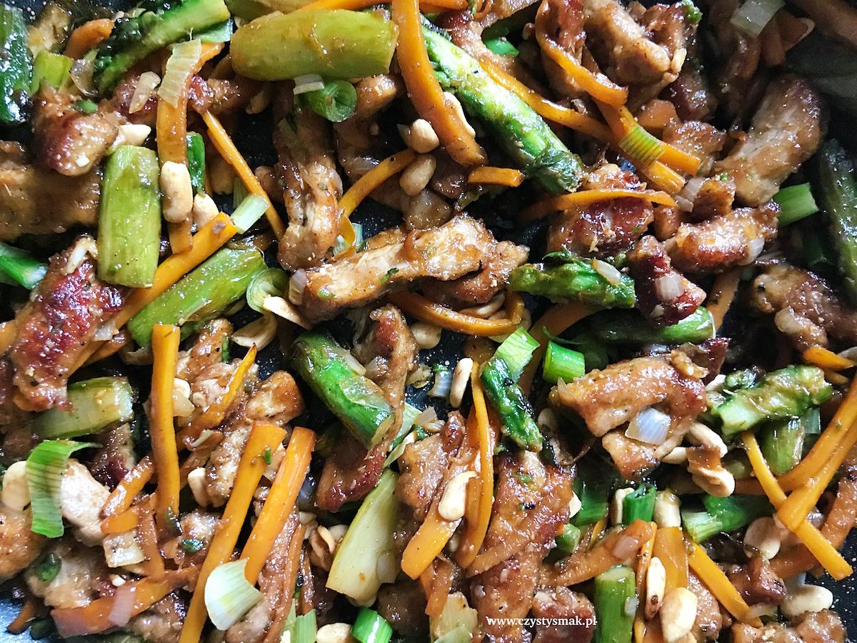 Smażone szparagi po azjatycku