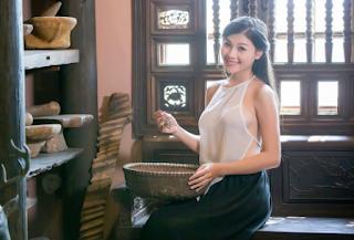 Bộ ảnh cô lang y mặc áo yếm không che full xinhgai.biz