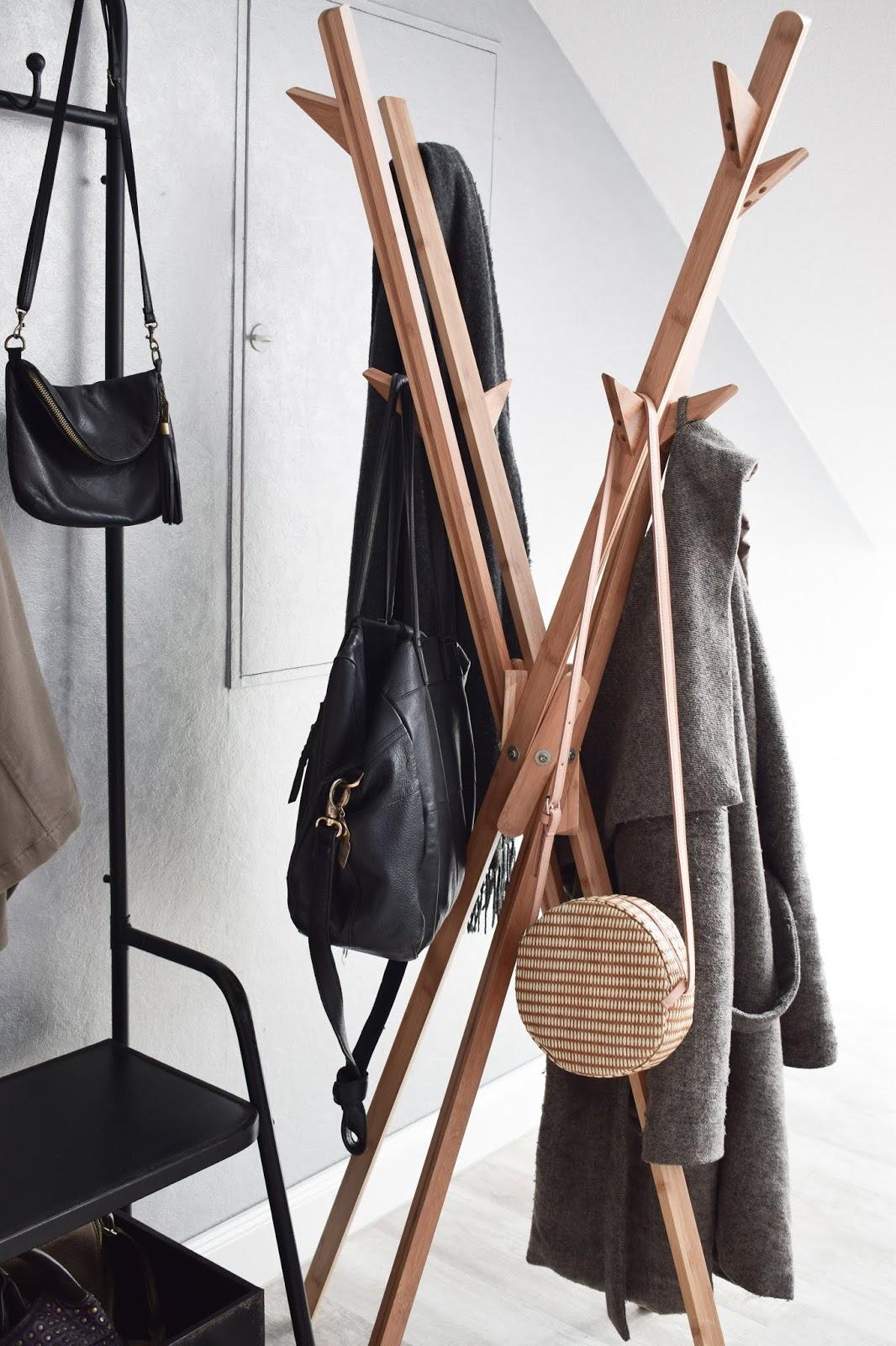 Garderobe Ideen für Flur zur praktischen Aufbewahrung von Jacken und Taschen: Standgarderobe aus Bambus von Wenko: Mikado. Einrichtung Dekoidee aufbewahren natürlich wohnen umweltfreundlich