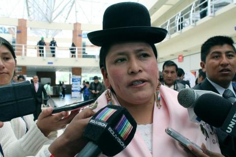 Ministra Velasco critica que la oposición confunda a la población con el referendo sobre cadena perpetua