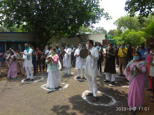 अमित शाह की वचुर्अल रैली के विरोध में RJD ने थाली कटोरा पीटकर मनाया गरीब अधिकार दिवस