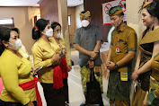 Ny. Rai Wahyuni Sanjaya hadiri Lomba Design dan Peragaan Busana Rangkaian PKB Ke 43