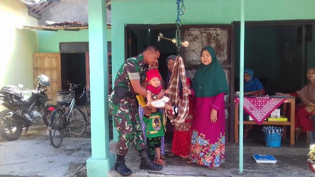 Peduli Kesehatan Ibu Dan Anak Babinsa Koramil 23/Ceper Dampingi Petugas Di Posyandu