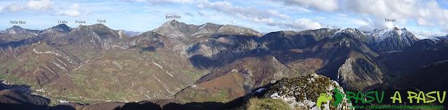 Ruta a Peña Melera y Los Pandos: Panorámica desde la cima del Melera sobre Peña Mea, Retriñón y Torres