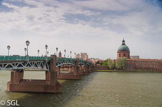 Rio Garonne en Toulouse, la ciudad rosa francesa