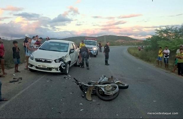 Acidente entre moto e carro deixa feridos na PE-160 entre Santa Cruz e Jataúba