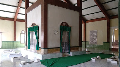 Keadaan di Dalam Makam Syekh Khotib Muwahid