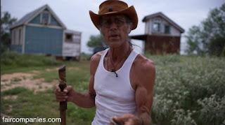 "Tiny Texas Houses '""Willy Wonka"" construyendo magia reutilizando madera (entre otras cosas)."