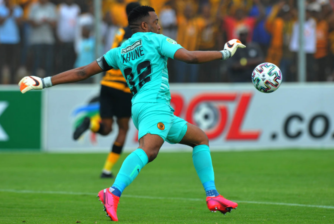 Itumeleng Khune distributes the ball at the Makhulong Stadium