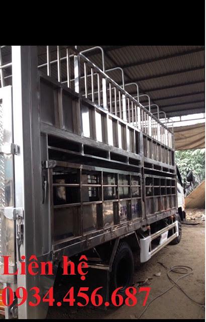 Đóng thùng xe tải Hyundai chở gia súc